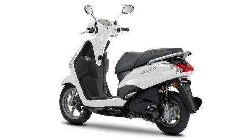 Yamaha D'elight 125 scooter back view
