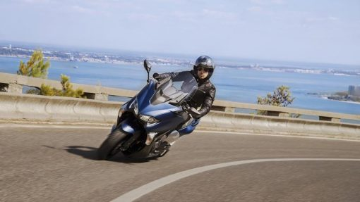 Yamaha TMAX DX on ride to Chelsea
