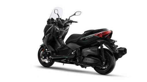 Yamaha X-MAX 400 scooter black back view