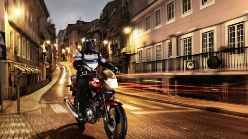 Yamaha YBR125 road bike riding in Chelsea at night