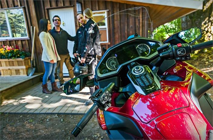 2018 Honda GL1800 Gold Wing motorbike controls