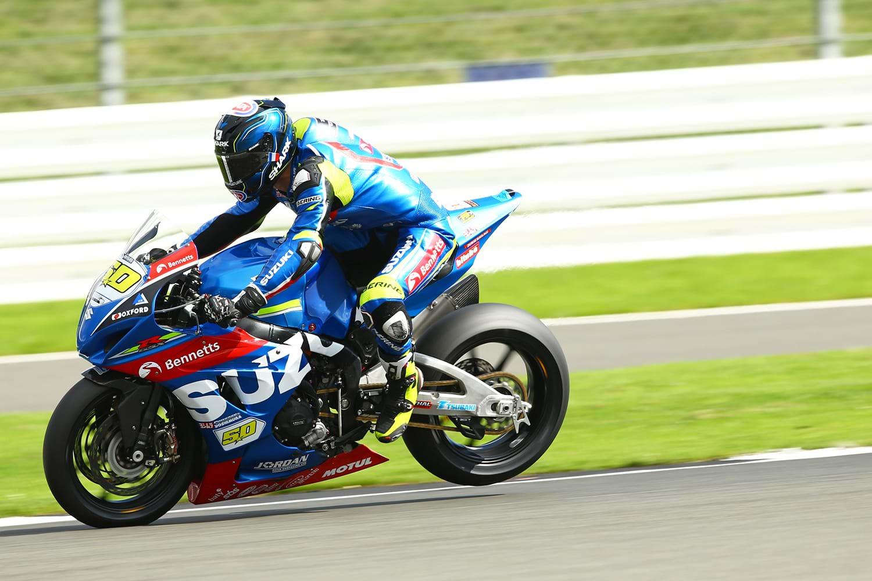 Guintoli on Suzuki GSX-R1000 motorcycle - MCE British Superbike Championship