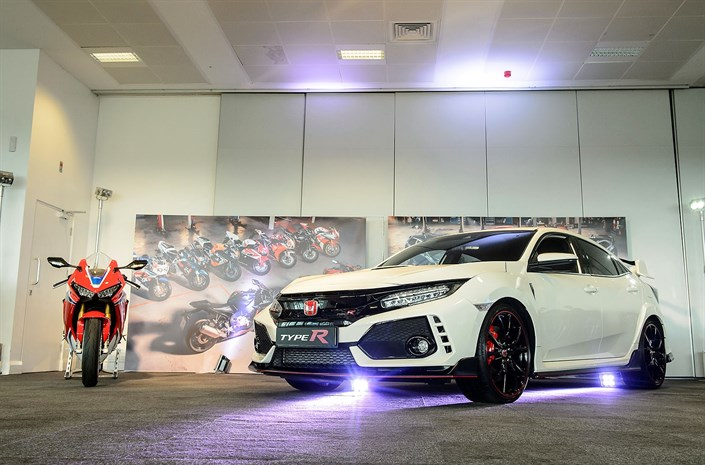 Honda celebrates 25 years of Fireblade and Type R