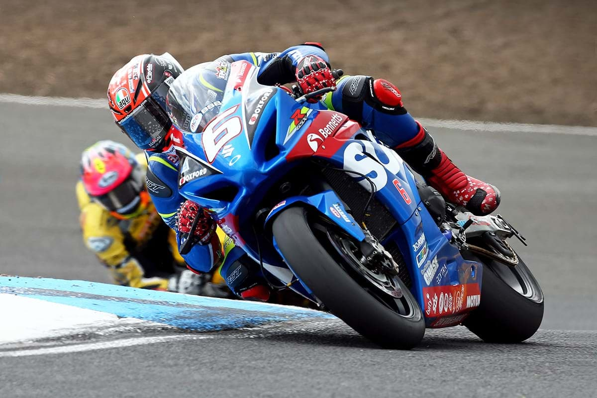 Mackenzie on Suzuki GSX-R1000 motorcycle - Knockhill race