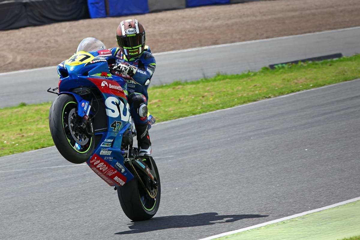 Bennetts Suzuki Richard Cooper on GSX R1000 motorcycle