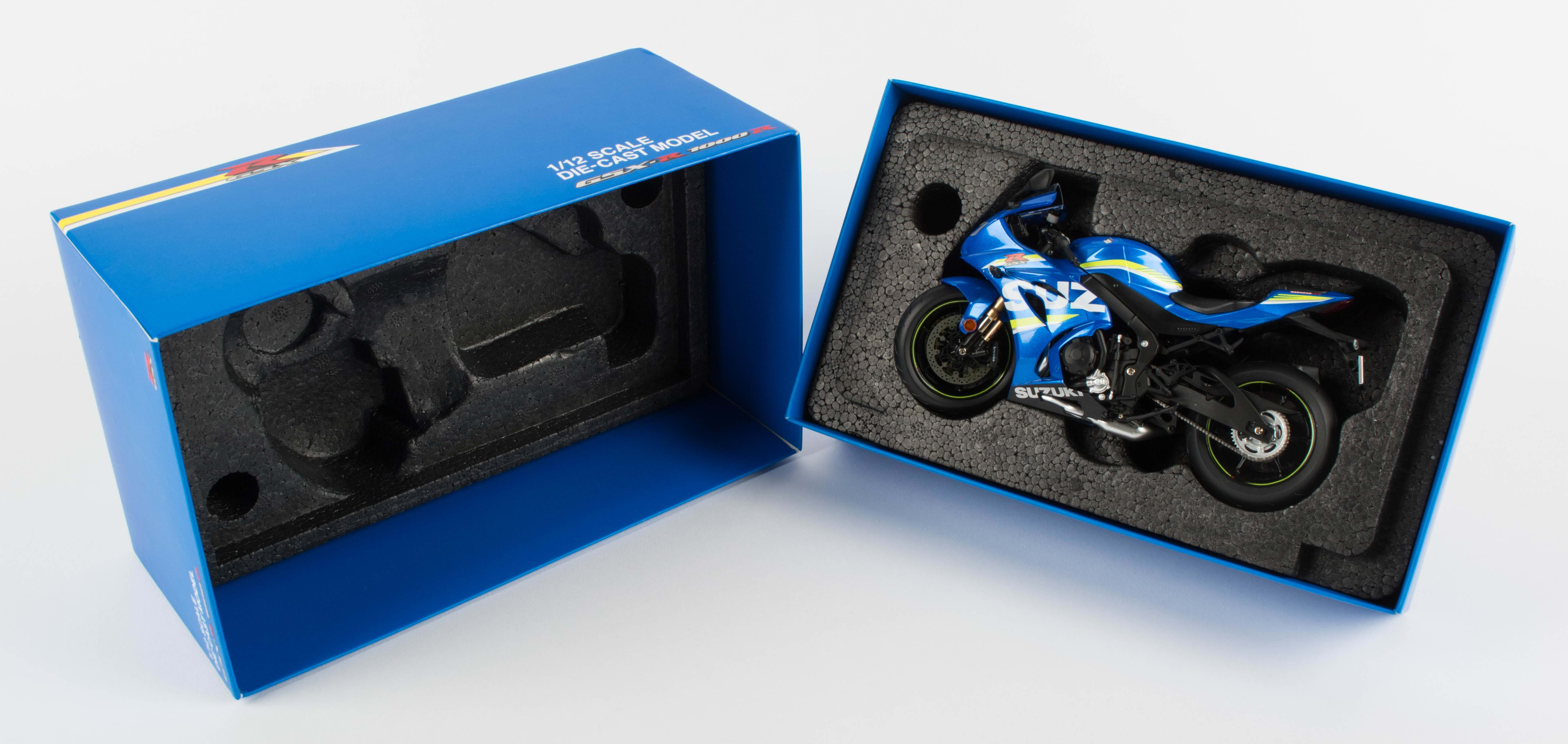 Suzuki GSX-R1000R motorbyke model packed in box
