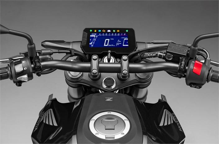 2018 Honda CB300R motorcycle interior - LCD panel