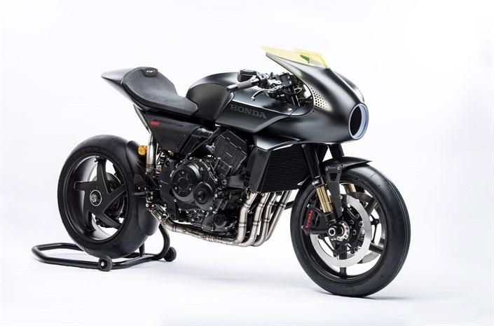 Honda CB4 'Interceptor' sport bike - front 3/4