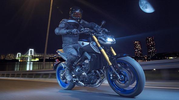 Yamaha MT09SP motorcycle 2018 - night ride