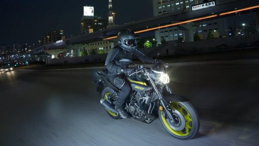 2018 Yamaha MT-03 motorbike Chelsea Night Fluo in action