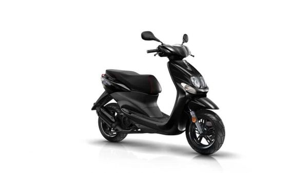2018 Yamaha Neos 4 scooter - Midnight Black in studio