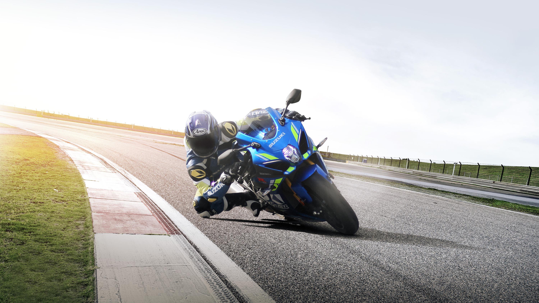 Suzuki GSX R1000 sport motorbike race