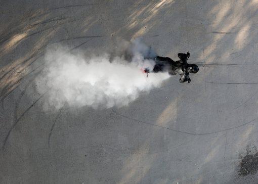 Zero FXS electric supermoto - outdoors, smoke