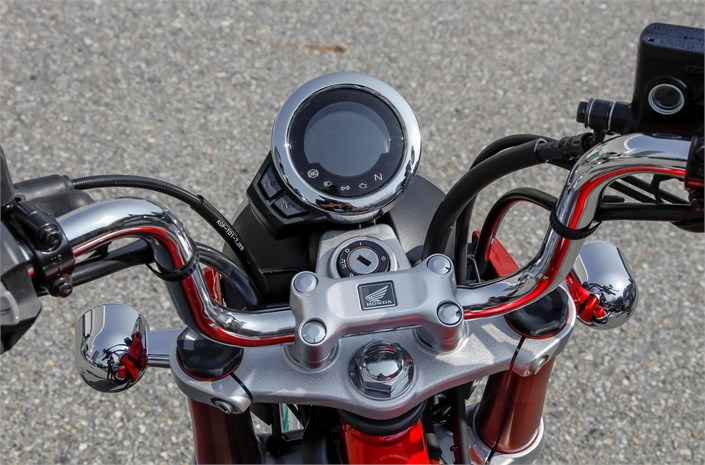 Honda Monkey motorbike 2018, Pearl Nebula Red/Ross White - exterior detail
