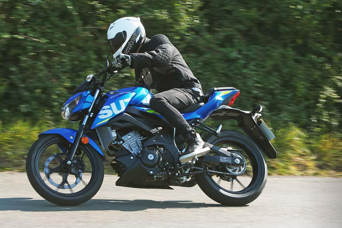 Suzuki GSX-S125 motorbike riding to Chelsea