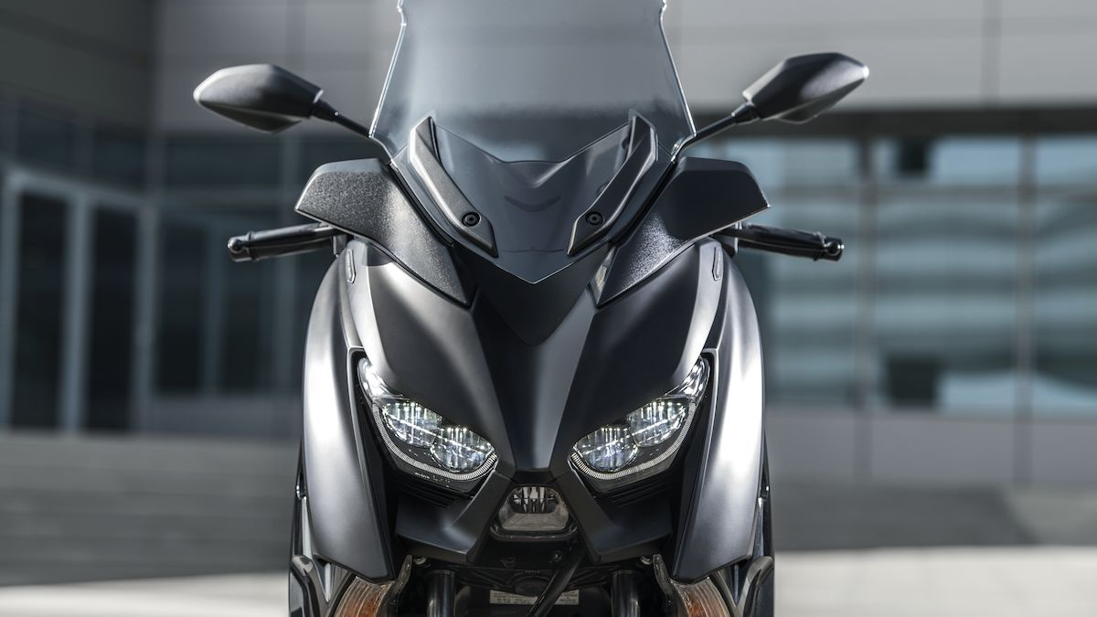 Yamaha XMAX 300 IRON MAX - Chelsea Motorcycles Group
